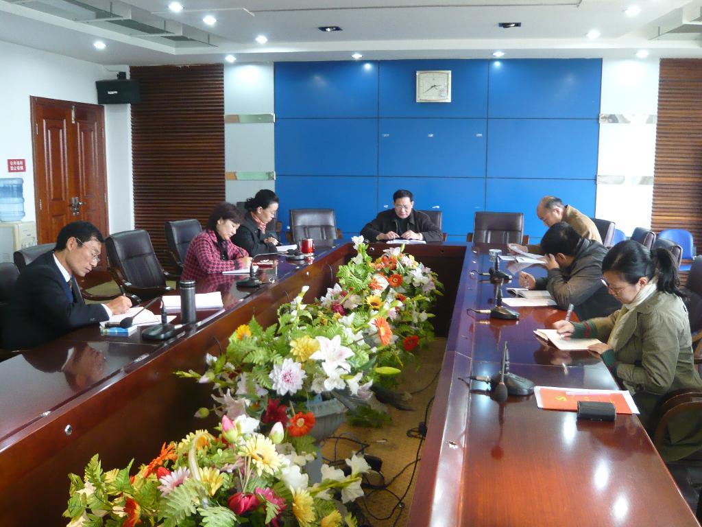 机关党委召开2010年班子成员民主生活会-机关